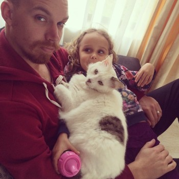 What Makes My Husband The Best Dad Dad with cat and daughter