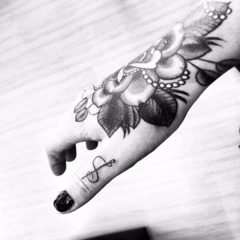 Being A Mom With Tattoos - It Does Not Make Me A Bad Parent Hand Tattoo Finger Tattoos Shaun Dean Cape Town
