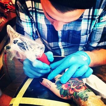 Shaun Dean Emerald Fox Tattoo Caffeine and Fairydust Getting Hand Tattooed